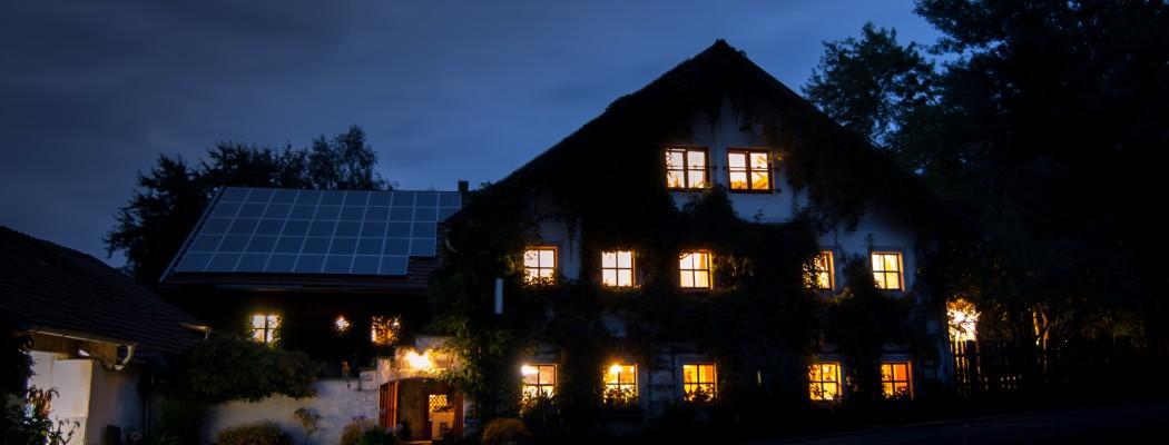 Villa Kunterbunt bei Nacht